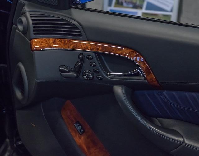 wnętrze auta błyszczy
